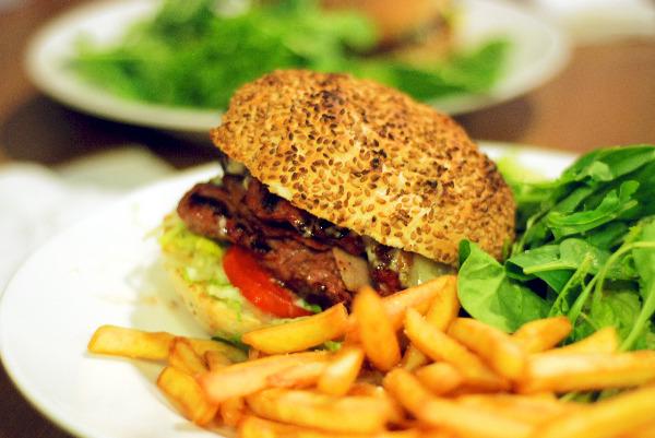 hamburguesabacoaguarnicion-comerconlila