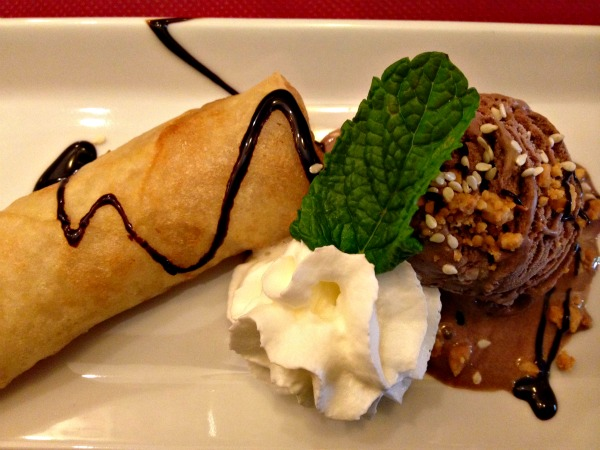 rollitos-platano-helado-chocolate-restaurante-banna