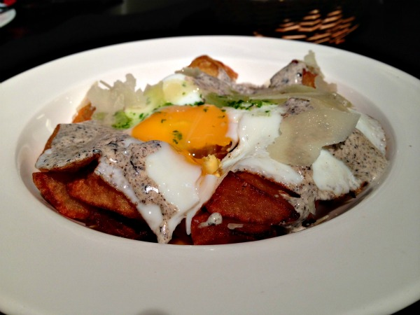 huevosfritos-salsatrufa-patatas-parmesano-esteldegracia