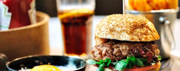hamburguesa-bacon-huevo-corneliaandco-comerconlila