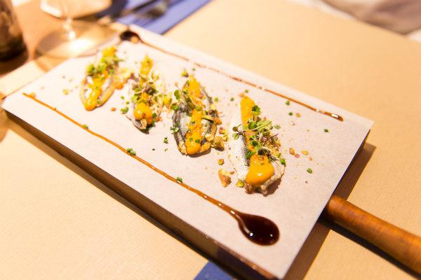 restaurante-verne-comerconlila-boquerones-romesco